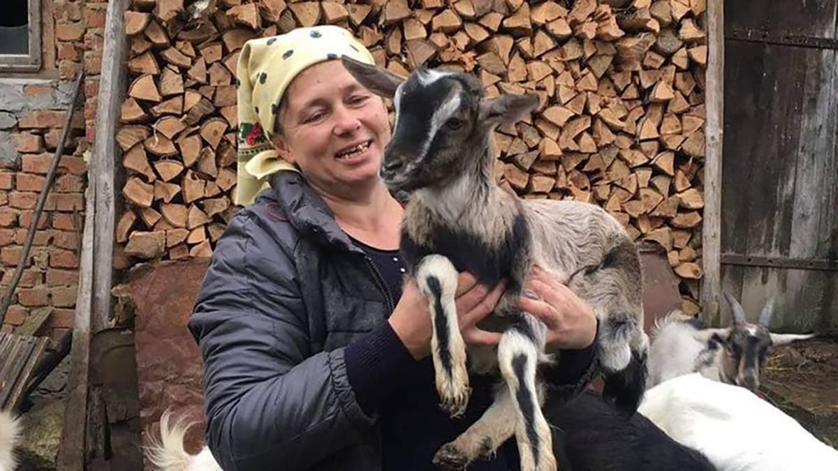 На Тернопольщине женщина снимает влоги о сельской жизни