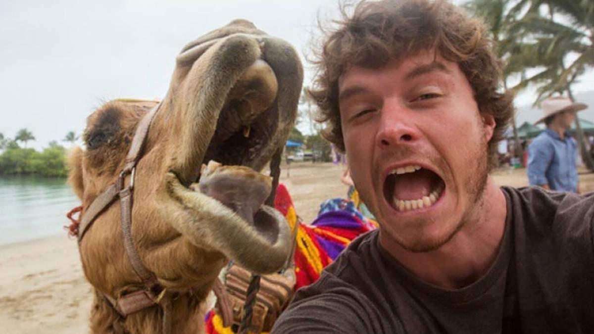 Хлопець робить селфі з тваринами у всьому світі: вражаючі кадри - Pets