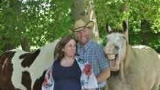 """Фото дня: кінь взяв участь у """"вагітній"""" фотосесії та розсмішив мільйони людей"""