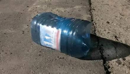 На Волыни собаке натянули на голову бутылку: ее спасали патрульные – видео