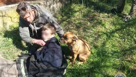 Спасая собаку, мужчина и ребенок оказались в резервуаре с водой: история с хеппи-эндом